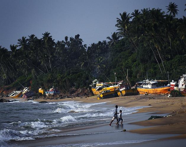 Båter skylt på land av tsunamien som rammet Sri Lanka.  (Foto: Kristian Jacobsen)